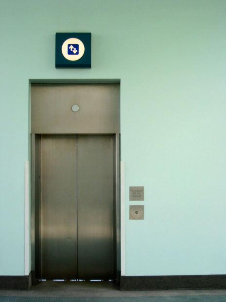 エレベーター事故